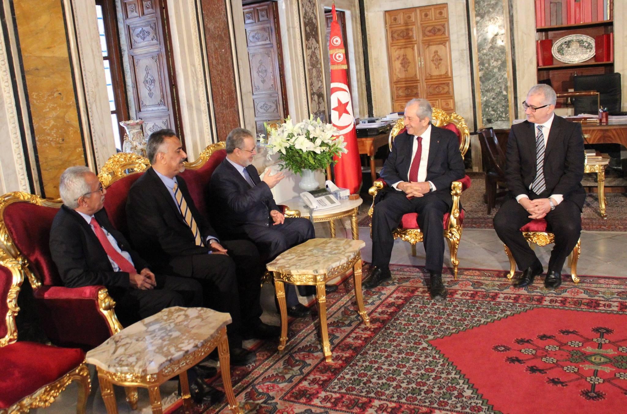 خلال لقائه بوزير خارجية اليمن: محمد الناصر يؤكد على أهمية الوفاق لحل الأزمة اليمنية