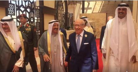 رغم تقدمه في السن: حيوية ونشاط السبسي تشدّ أنظار المتابعين في القمة العربية!