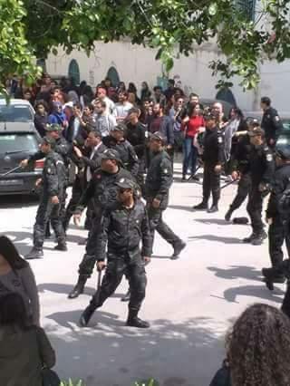 في القصبة: قوات الأمن تعتدي على طلبة الحقوق.. وتسجيل عديد الاصابات