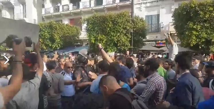 شارع الحبيب بورقيبة: قوات الأمن تعتدي على متظاهرين متضامنين مع أهالي تطاوين