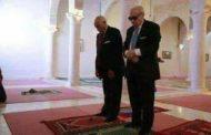 وحدهما ولا شريك لهما: السبسي و الأزهر القروي الشابي يقيمان الصلاة باللباس المدني