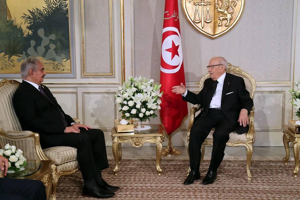 في لقاءه مع حفتر: السبسي يؤكد حرص تونس على عدم التدخل في الشأن الليبي!