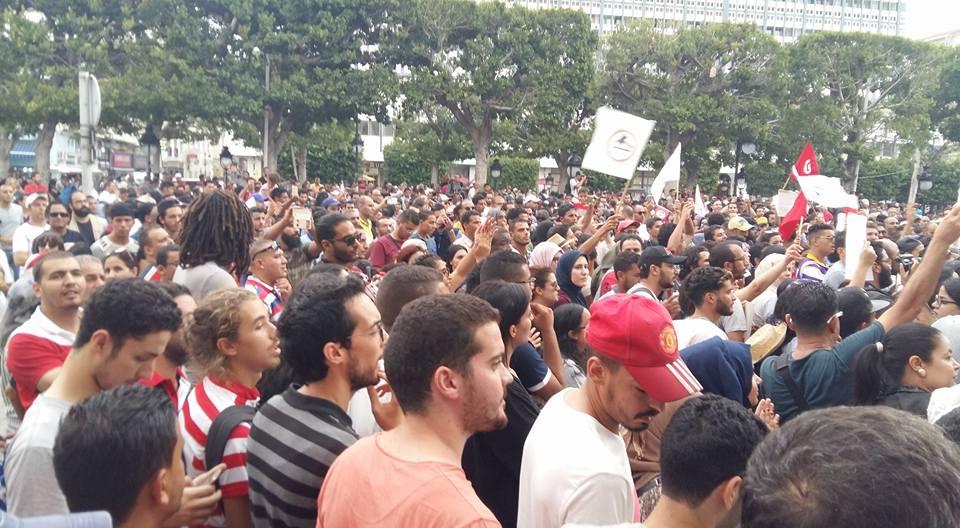الثبات ضدّ حكم المافيات: آلاف المواطنين يكتسحون العاصمة تنديدا بتمرير قانون المصالحة مع الفاسدين
