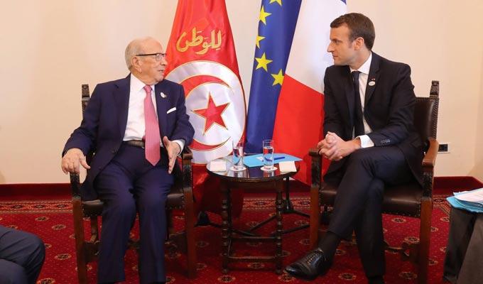 مروفوقا بوفد رفيع المستوى: الرئيس الفرنسي ايمانويل ماكرون يصل الى تونس