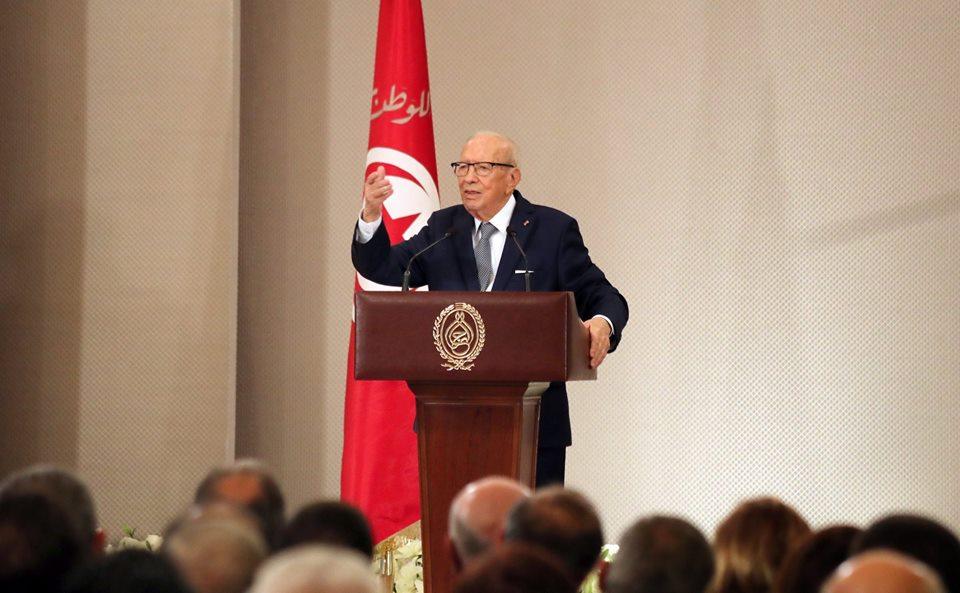 الباجي قائد السبسي: وضع البلاد صعب.. والدستور لم يقع احترامه!