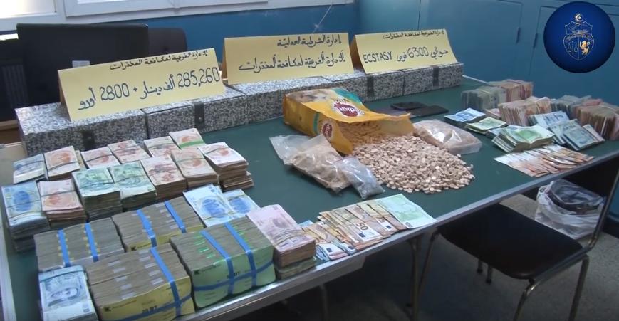 الإطاحة بشبكة دولية في تجارة الأقراص المخدرة وحجز مبالغ مالية هامة