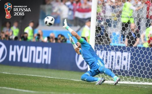 عمره 45 سنة: عصام الحضري يدخل تاريخ كأس العالم من الباب الكبير..ويتصدى لضربة جزاء