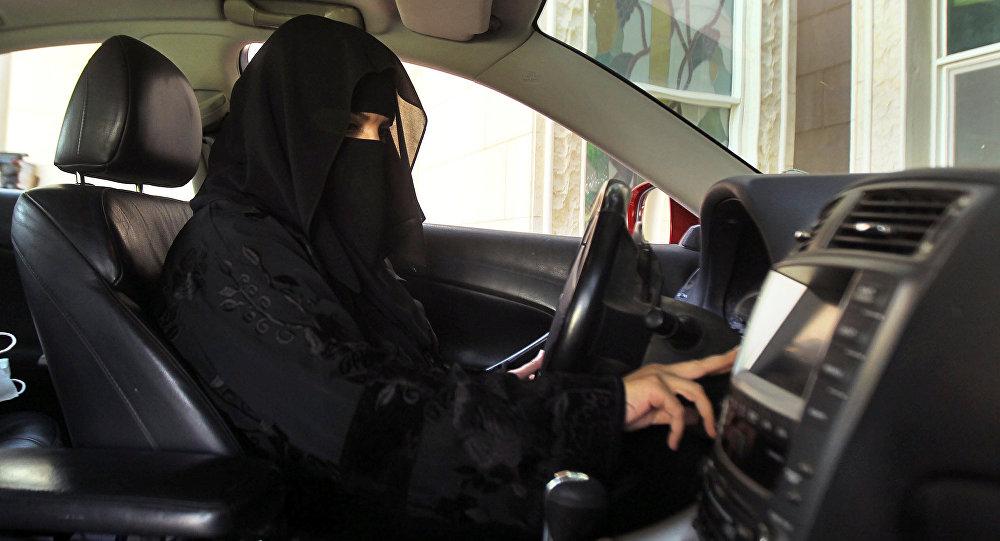 لأول مرة في تاريخ المملكة: السعوديات يسقن السيارات