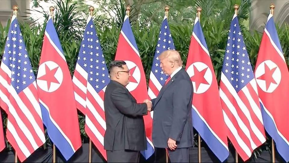 مصافحة تاريخية بين ترامب و كيم جونغ أون.. وملامح تهدئة بين أمريكا وكوريا الشمالية