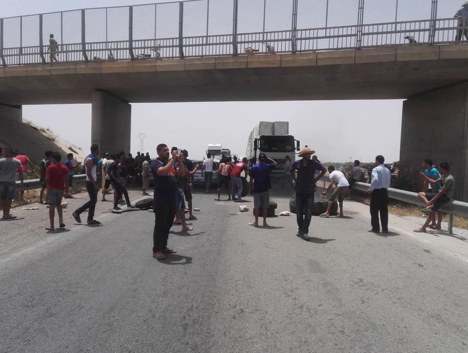 أزمةالمياه: قطع الطريق السيارة تونس صفاقس.. وأعوان الـ soned يطالبون بمنح استثنائية!