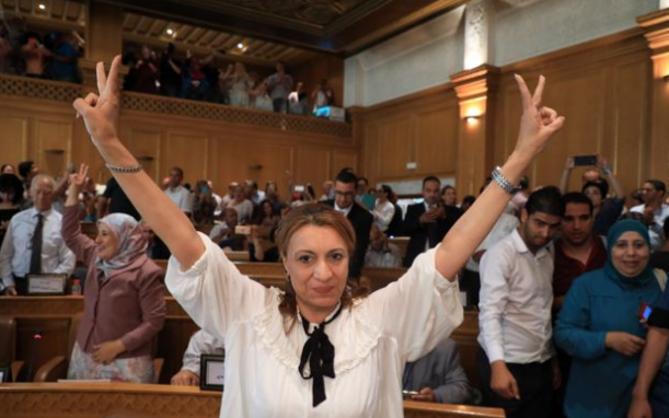 رافعة شعار النصر: سعاد عبد الرحيم تفوز بمنصب شيخة مدينة تونس