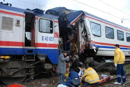 تركيا: مقتل 24 شخصا في حادث قطار