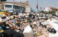 السياح الأوروبيين يتذمرون من مظاهر التلوث وغياب حاويات النظافة!