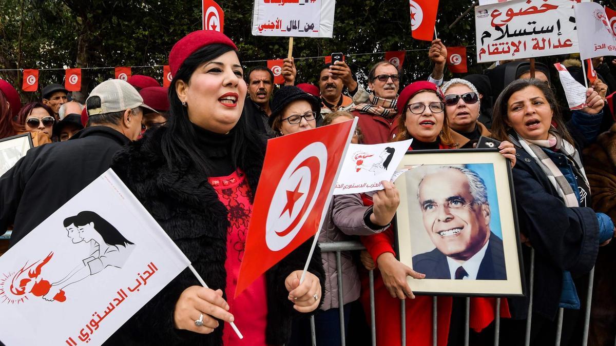 مورّط في مشروع تقسيم العراق: سفير الامارات يراهن على عبير موسي!
