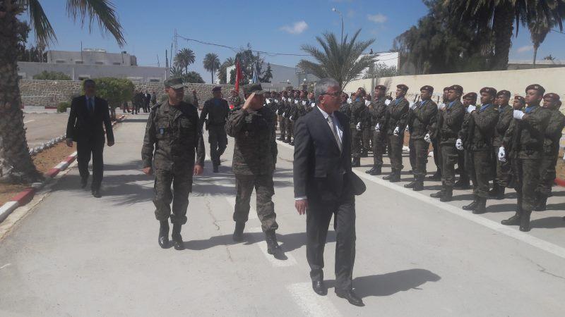 وزير الدفاع: تونس في حالة تأهب لاستقبال الليبيين الفارين عبر الحدود