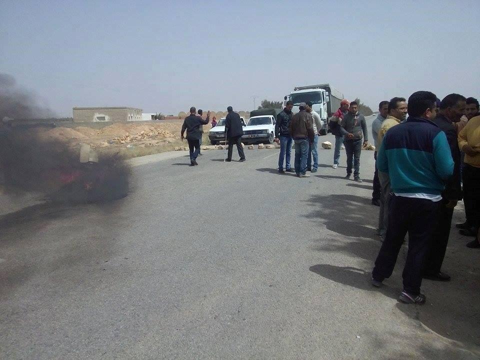 القيروان: شلل تام لحركة المرور احتجاجا على ارتفاع الاسعار