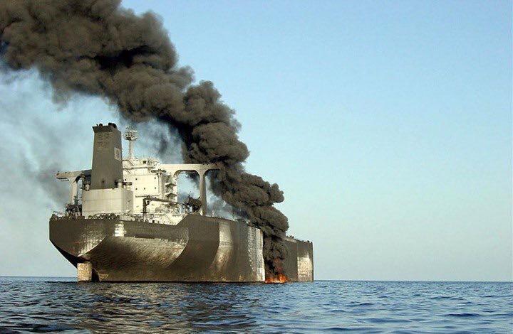 توتر في مياه الخليج: تفجيرات تستهدف ناقلات نفط في بحر عمان.. وقلق عالمي على إمدادات النفط