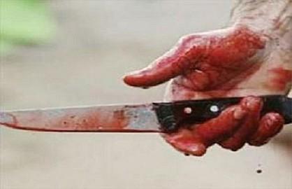 """( خلف له جرحا عميقا )""""الصمعة"""" يحاول قطع رأس """"باندي الموتى""""...التفاصيل"""