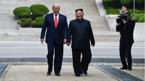 دونالد ترمب يلتقي زعيم كوريا الشمالية كيم جونغ أون بالمنطقة منزوعة السلاح بين الكوريتين