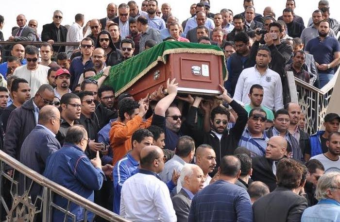 في حادثة غريبة... ميت يتحرك قبل دفنه بدقائق