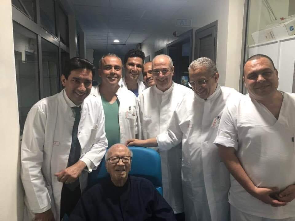 بالصور: السبسي يتجاوز الخطر ويغادر المستشفى العسكري