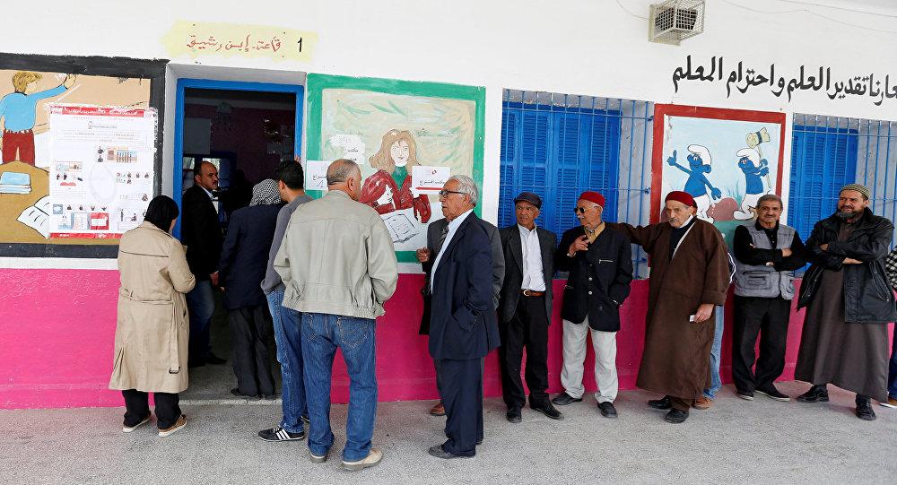 حاتم بن سالم: الوزارة منحت 3400 موظف تفرغا لنشاطهم السياسي