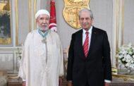 محمد الناصر يمنح عثمان بطيخ الصنف الثاني من وسام الجمهورية