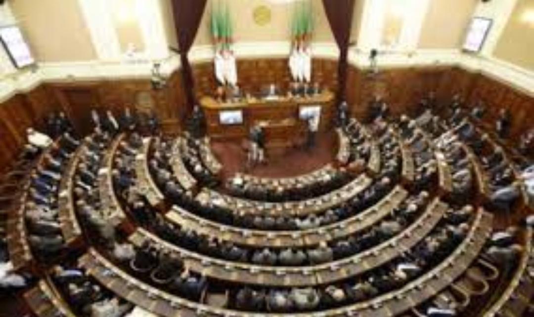 البرلمان الجزائري  يتبنى قانونا اقتصاديا