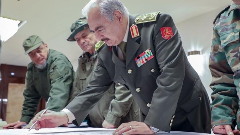 حفتر يجتمع بقيادات جيشه ويصدر توصية بشأن العمليات العسكرية في ليبيا