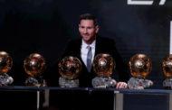 ليونال ميسي يتوج بالكرة الذهبية لأفضل لاعب كرة قدم في العالم..