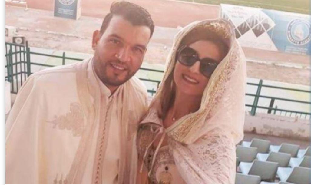 عروسان يحتفلان بعقد قرانهما في مباراة الشبيبة والنادي البنزرتي