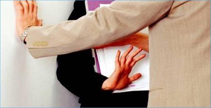 """""""أصوات نساء"""" تُطالب بمنع استعمال الحق في الاضراب للدفاع عن المتحرشين"""