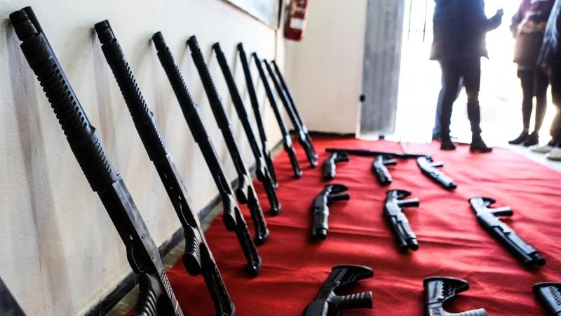 فيديو/كانت مخصصة لعمليات ارهابية في تونس: حجز أسلحة على الحدود مع ليبيا