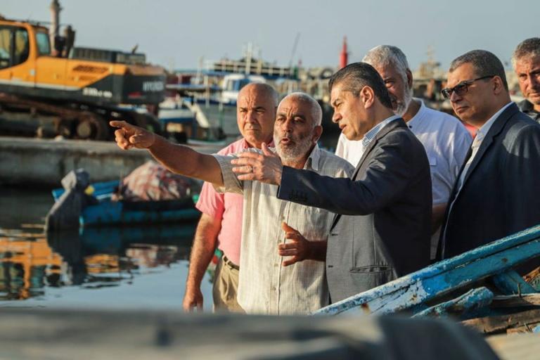 وزير الفلاحة يؤدي زيارة فجئية لموانئ الصيد البحري بالمنستيرش