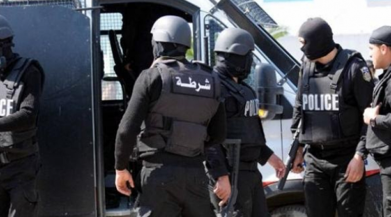 القبض على مُتشدد وإمراة حامل رفقة أبنائها الخمس بصدد الحرقة..