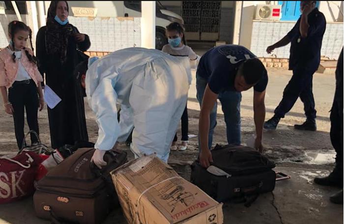 معبر رأس جدير: احباط تهريب 4 بنادق صيد أثناء إجلاء مسافرين من ليبيا..