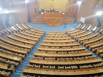عبير موسي تعتلي منصة الرئاسة بمجلس المستشارين قبل إنطلاق الجلسة العامة
