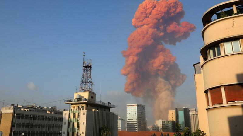 بيروت :اندلاع حريق في مكان الانفجار