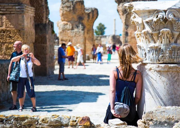 تقلّص العائدات السياحية بنسبة 56.8 %