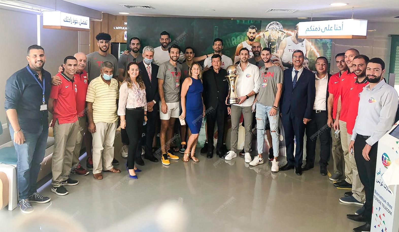 بالصور: اتصالات تونس تكرّم المنتخب الوطني لكرة السلة!!