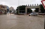 بني خلّاد: أمطار غزيرة تغرق شوارع المدينة
